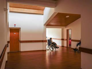 Pasillos, halls y escaleras minimalistas de ENSAMBLE de Arquitectura Integral Minimalista