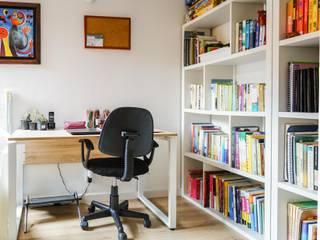 Estudios y bibliotecas de estilo minimalista de ENSAMBLE de Arquitectura Integral Minimalista