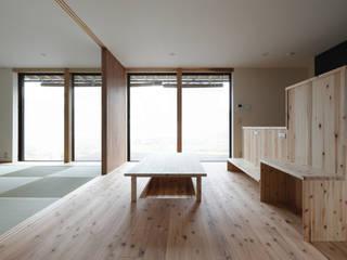 下之郷の住宅 和風デザインの リビング の 奥村幸司建築設計室 和風