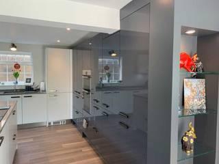 Concept 17 kitchens Modern kitchen Wood-Plastic Composite Grey
