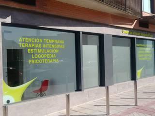 Cliniche in stile classico di AOM Proyectos Classico