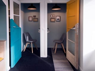 Ubeequo's office in Brussels COLORS OF REUSING Fenêtres & PortesPortes Bois Multicolore
