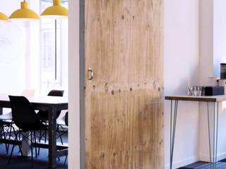 Ubeequo's office in Brussels COLORS OF REUSING Espaces de bureaux scandinaves Bois Turquoise