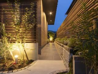 路地のある家 モダンスタイルの 玄関&廊下&階段 の 一級建築士事務所(株)一関技建 モダン
