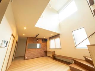 小郡の家 モダンデザインの リビング の 一級建築士事務所(株)一関技建 モダン