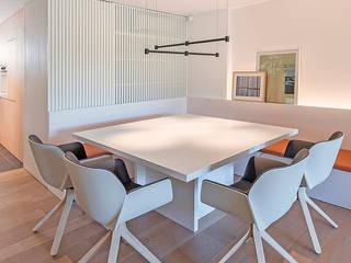 MANUEL GARCÍA ASOCIADOS Modern dining room White