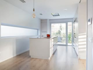 CABRÉ I DÍAZ ARQUITECTES KitchenBench tops Beige