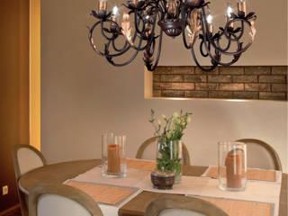 PRODOTTI CLASSICI Sala da pranzo in stile rustico di DUE P ILLUMINAZIONE Rustico