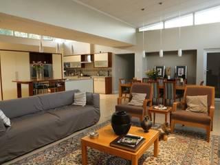 House Lo Drago reburbsihment Modern living room by von Bruun (PTY) ltd Modern