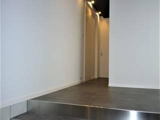 COURTYARD 松井設計 モダンスタイルの 玄関&廊下&階段