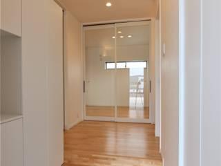 GARDEN HOUSE 松井設計 モダンスタイルの 玄関&廊下&階段