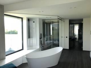 Baños de estilo moderno de Vivere il Vetro Moderno