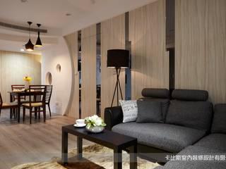 現代時尚女主人的工作住家宅(30坪3+1房大視野) 根據 卡比斯室內裝修設計有限公司 簡約風