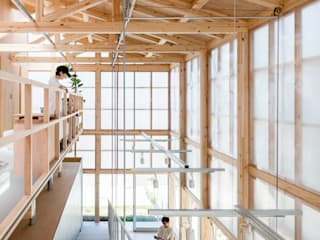 Modern Living Room by 小松一平建築設計事務所 Modern