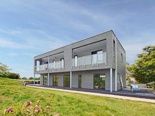 House Rushworth: Downsizing Project by Baufritz Baufritz (UK) Ltd. Maisons modernes Bois Gris