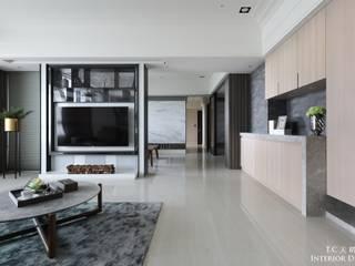 天晴空間設計│住宅空間│若山牧水‧雲光。 现代客厅設計點子、靈感 & 圖片 根據 天晴空間設計 現代風