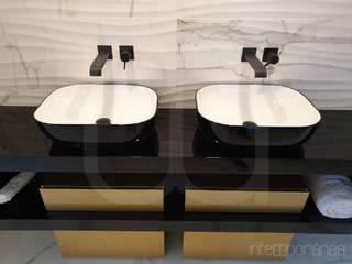 Banhos Casas de banho minimalistas por Intempornânea Minimalista