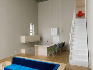 人が集まる家 北欧デザインの リビング の 西原有希子建築設計事務所 北欧