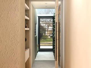 Pasillos, vestíbulos y escaleras modernos de JIEarq Moderno