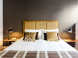 TRAÇO 8 INTERIORES BedroomBeds & headboards Wood Brown