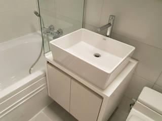 Casas de banho modernas por 디자인모리 Moderno