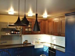 Кухня с эксклюзивными фасадами от Студия дизайна, мебели 'АПлюс' Кантри