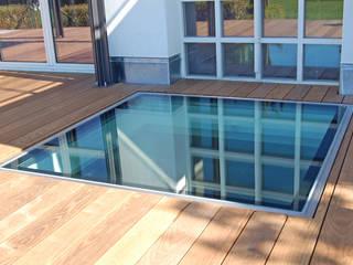 Glassfloor im Wohnbereich Moderner Balkon, Veranda & Terrasse von HELIOBUS AG Modern
