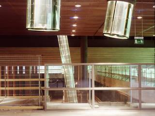 Daylight Engineering Moderne Veranstaltungsorte von HELIOBUS AG Modern