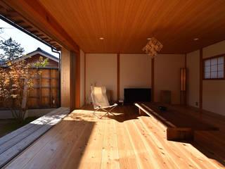 荒屋町の家 和風デザインの リビング の 稲荷明彦建築研究室 和風