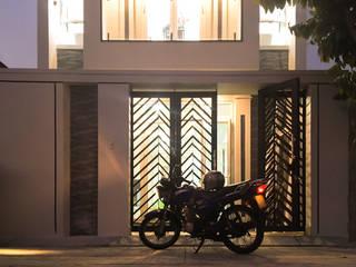 Nhà phố Bình Chánh Acilb design Cửa trước Kim loại Black