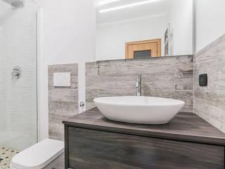 CASAHELP RISTRUTTURAZIONI Modern bathroom Wood Grey