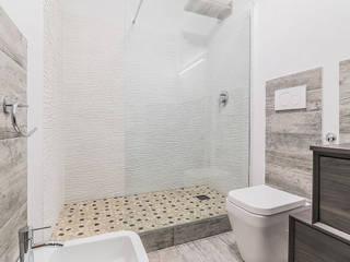 CASAHELP RISTRUTTURAZIONI Modern bathroom Wood White