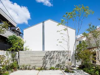 立体テラスのあるコートハウス の 福田哲也建築設計事務所 モダン