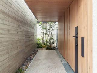 立体テラスのあるコートハウス モダンスタイルの 玄関&廊下&階段 の 福田哲也建築設計事務所 モダン