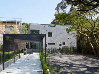 NK アプローチから続く広い階段室のある家 の 山縣洋建築設計事務所 モダン