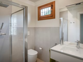 Ristrutturazione zona giorno e esterni appartamento privato Studio Dalla Vecchia Architetti Bagno moderno Grigio