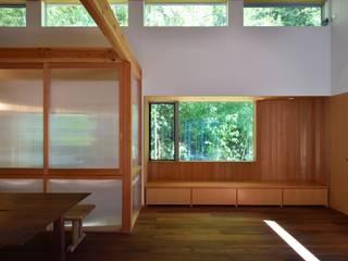 三口新町の家 モダンデザインの リビング の 稲荷明彦建築研究室 モダン