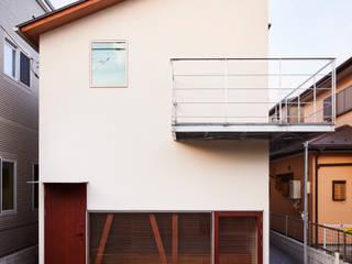 HP曲面を挟んだ家 の 稲荷明彦建築研究室 モダン
