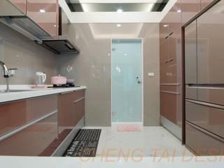 楊律師新建住宅案 現代廚房設計點子、靈感&圖片 根據 澄太空間設計 現代風