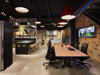 Suadiye Bağdat Caddesi mağaza tasarımı Studio WabiSabi Endüstriyel