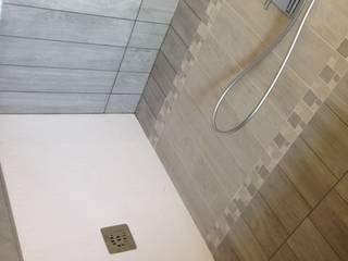 RISTRUTTURAZIONE BAGNO Bagno moderno di DIDONE' CERAMICHE SRL Moderno