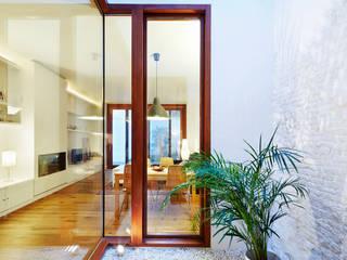 Casa Patio Vertical ESTUDI NAO arquitectura Comedores de estilo moderno Madera Acabado en madera