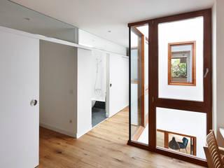 Casa Patio Vertical ESTUDI NAO arquitectura Tragaluces Madera Acabado en madera