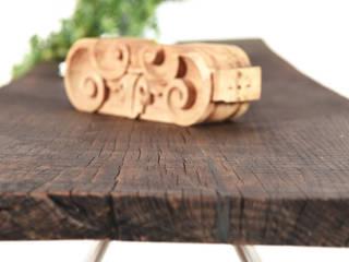 Console midcentury in legno di rovere vecchio / supporto per TV di Ebanisteria Cavallaro Minimalista