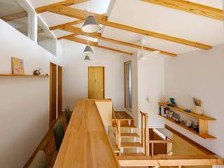 反町の家 モダンスタイルの 玄関&廊下&階段 の 稲荷明彦建築研究室 モダン