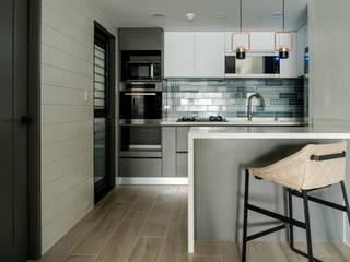 Scandinavian style kitchen by 耀昀創意設計有限公司/Alfonso Ideas Scandinavian