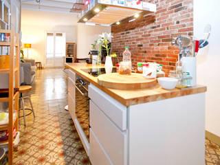 Reforma piso en Gracia ESTUDI NAO arquitectura Cocinas pequeñas