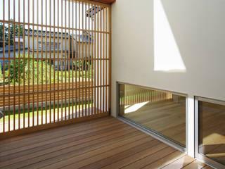 Asian style balcony, porch & terrace by 空間建築-傳 Asian
