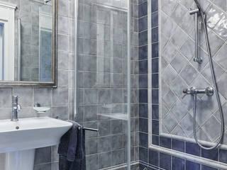 Mieszkanie w starej kamienicy Klasyczna łazienka od INNA PROJEKT Klasyczny
