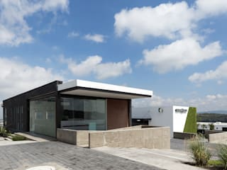 Modern office buildings by CONSTRUCTORA ARQOCE Modern